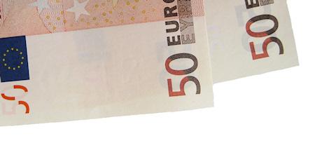 Söka pengar för att studera utomlands. Det finns en mängd fonder att söka pengar ur för att studera utomlands.